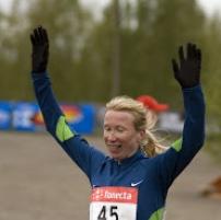 annemari_sandell-hyvarinen_voittaa_maastojuoksun_suomen_mestaruuden_2008.jpg