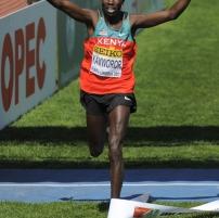 Geoffrey Kamworor voittaa maastojuoksun junioreiden maailmanmestaruuden Punta Umbriassa v. 2011.