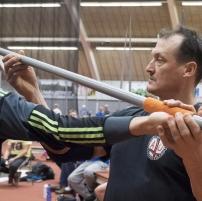 Kimmo Kinnunen ohjaa nuorta keihäänheittäjää