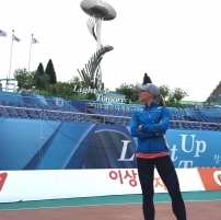 matilda_bogdanoff_gwangjun_stadionin_edustalla_2015.jpg