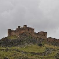castillo_de_la_riba_de_santiuste_-_guadalajara_espana.jpg