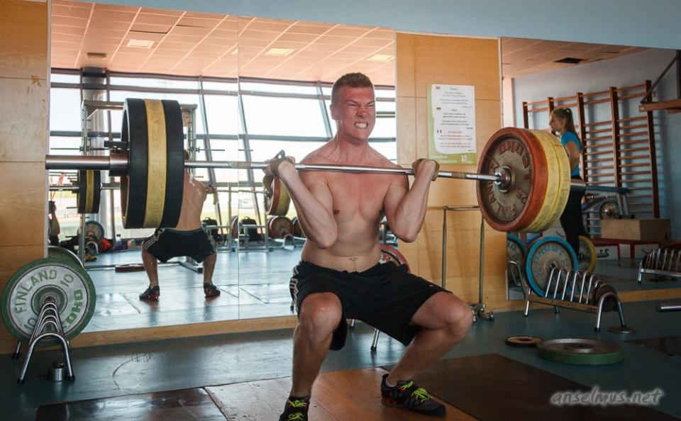 Oskari Perälampi nostaa 135 kiloa