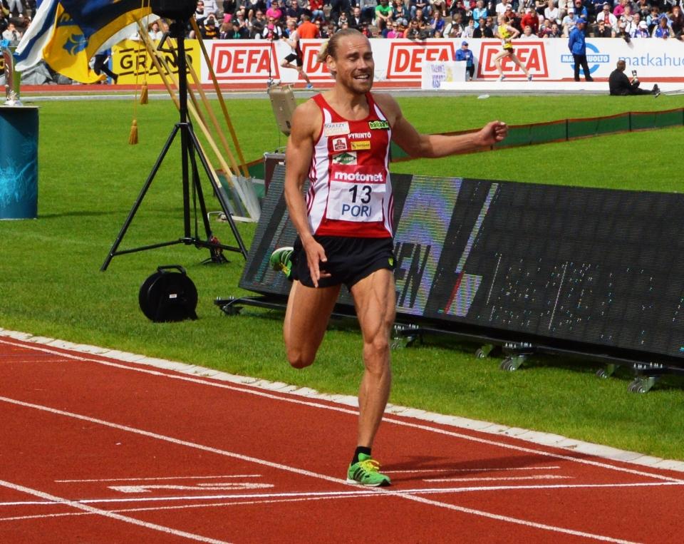 jarkko_jarvenpaa_voittaa_5000_m_kalevan_kisoissa_2015.jpg
