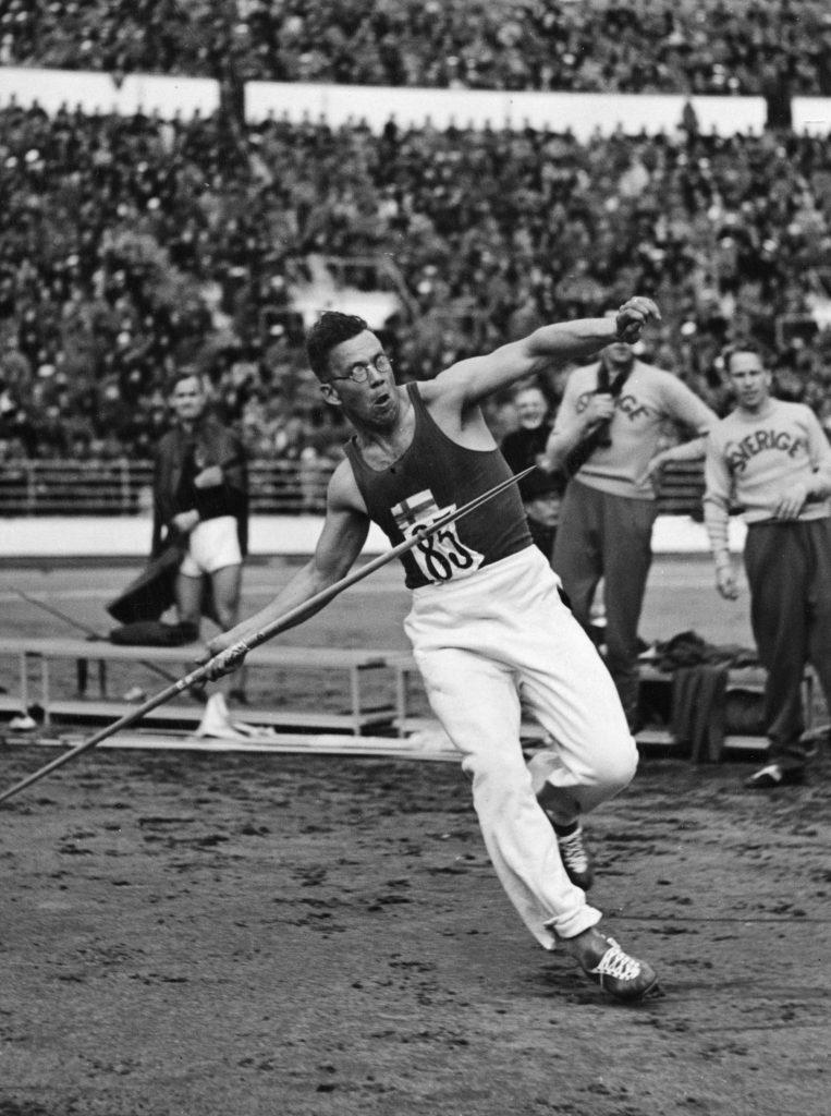 Yleisurheilun historiaa valottava henkilökuva – valmentaja Valste