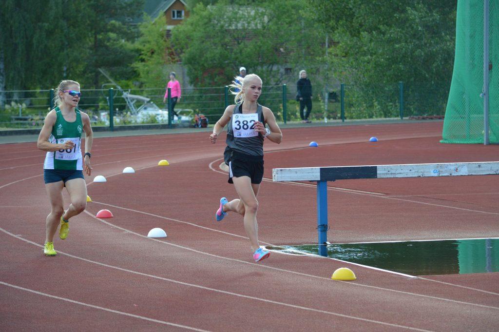 Alisa Vainio juoksi 3000 metrin ennätyksensä Vantaalla