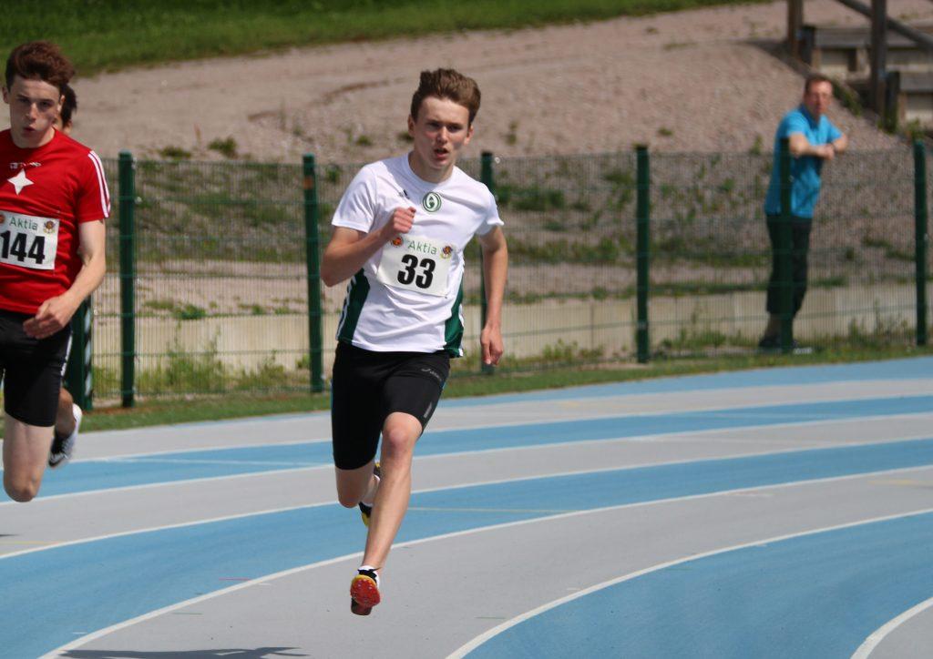 Isac Wedenberg juoksi koululaisten mestaruuskilpailuissa SE:n