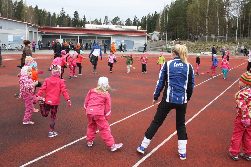 Lempäälän Kisa Yleisurheilun Family Fresh -yleisurheilukoulu pyörii ympäri vuoden