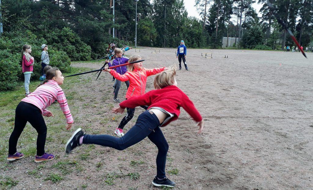 Otsolan koulun Elovena Voimapäivässä liikuttiin Suomen mestarin opissa