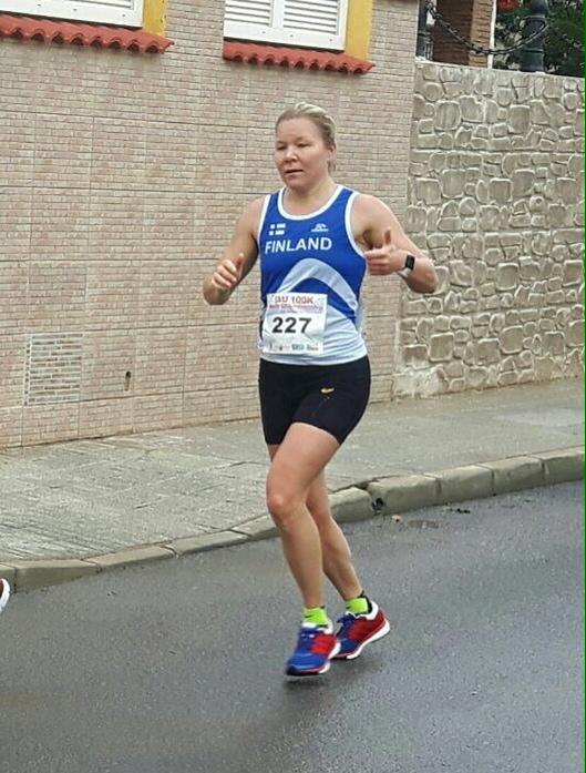 Riitta Paasio juoksi 100 kilometrin Suomen ennätyksen