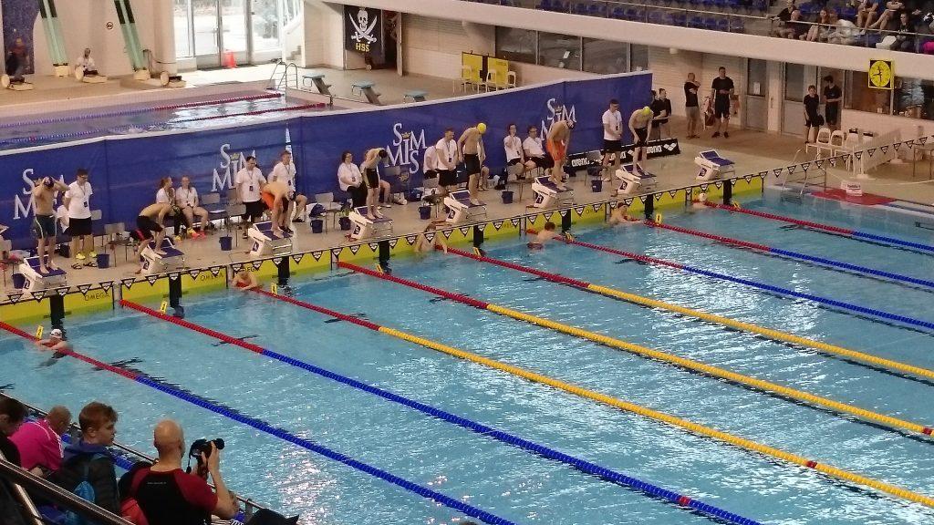 Oksasen kolumni: Kannattaisiko ottaa oppia uinnista?