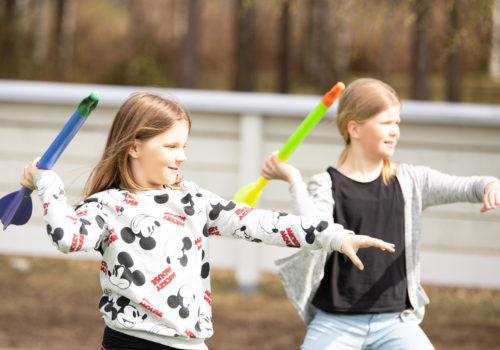 Hauskoja liikuntaratoja, oivalluksia ravinnosta ja ryhmässä tekemisen iloa Nestlé for Healthier Kids -iltapäiväkerhossa