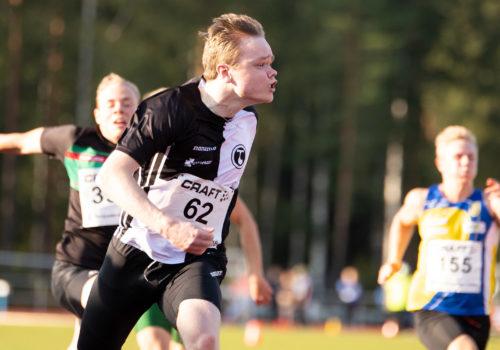 17-vuotias Eino Vuori juoksi koululaisten mestaruuskilpailuissa 10,74