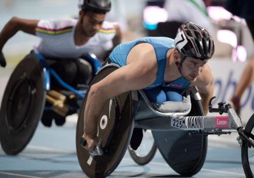Mannin mitaliputki katkesi, osuma kilpailijan takapyörään söi aikaa, MM-joukkue kokosi viisi mitalia