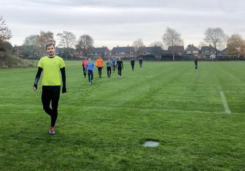 """Erik Back viihtyy britti Nick Dakinin treeneissä: Juokseminen on aika paljon """"hapollista"""" ja nopeuskestävyyspainotteista"""