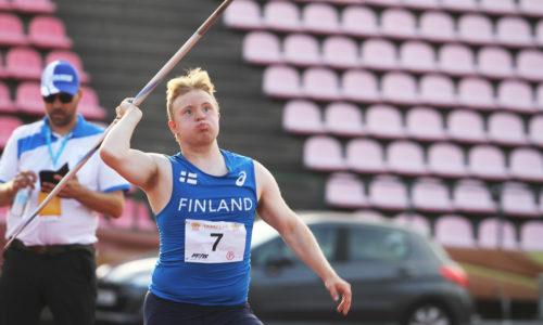 Veeti Mustalahti paransi down-urheilijoiden keihäänheiton maailmanennätystä Seinäjoella