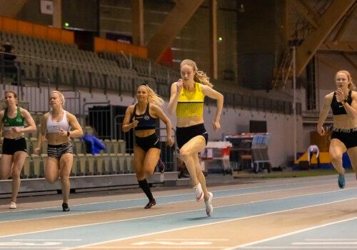 Baas pinkoi ennätyskyytiä hallikauden avauksessaan – Granberg vei 3000 metriä Joensuussa