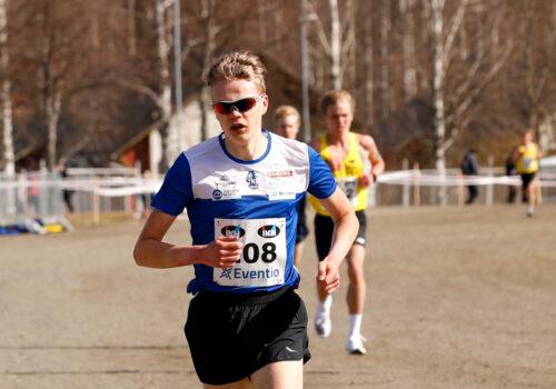 Eemil Helander ja Inka Peltola nuorten sarjojen nopeimmat Joensuussa